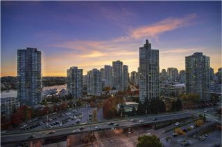 """Photo 12: 1603 89 NELSON Street in Vancouver: Yaletown Condo for sale in """"THE ARC"""" (Vancouver West)  : MLS®# R2411058"""
