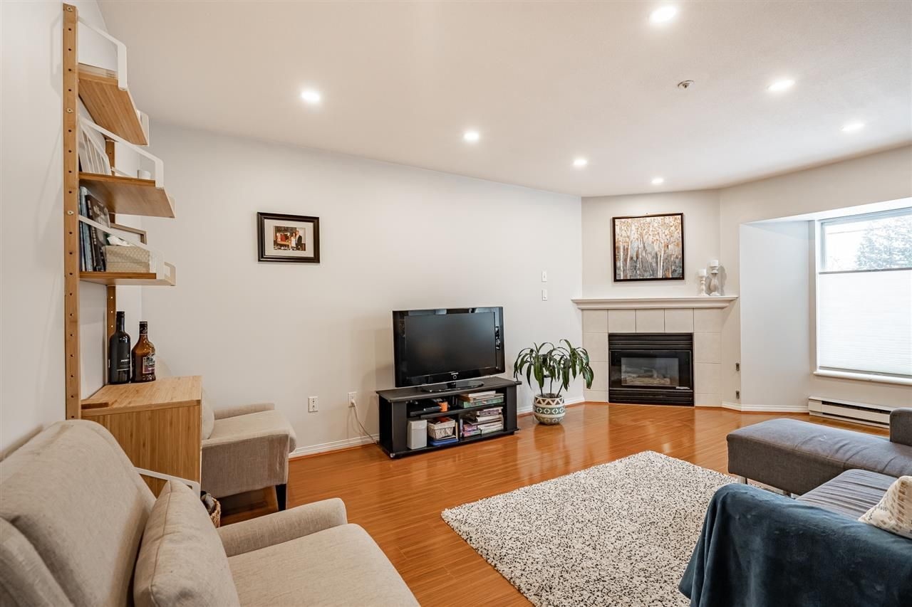 """Photo 4: Photos: 108 2677 E BROADWAY in Vancouver: Renfrew VE Condo for sale in """"BROADWAY GARDENS"""" (Vancouver East)  : MLS®# R2434845"""