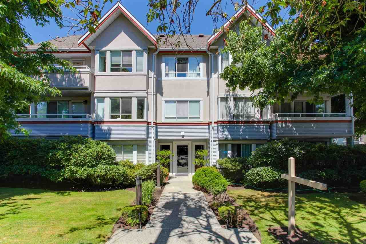 """Main Photo: 206 1845 W 7TH Avenue in Vancouver: Kitsilano Condo for sale in """"HERITAGE ON CYPRESS"""" (Vancouver West)  : MLS®# R2196440"""