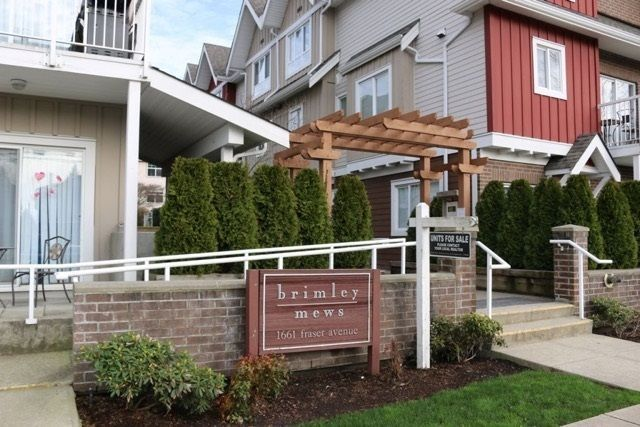 Main Photo: 203 1661 FRASER Avenue in Port Coquitlam: Glenwood PQ Townhouse for sale : MLS®# R2261714
