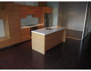 """Photo 3: 102 4463 W 10TH Avenue in Vancouver: Point Grey Condo for sale in """"WEST POINT GREY"""" (Vancouver West)  : MLS®# V793763"""
