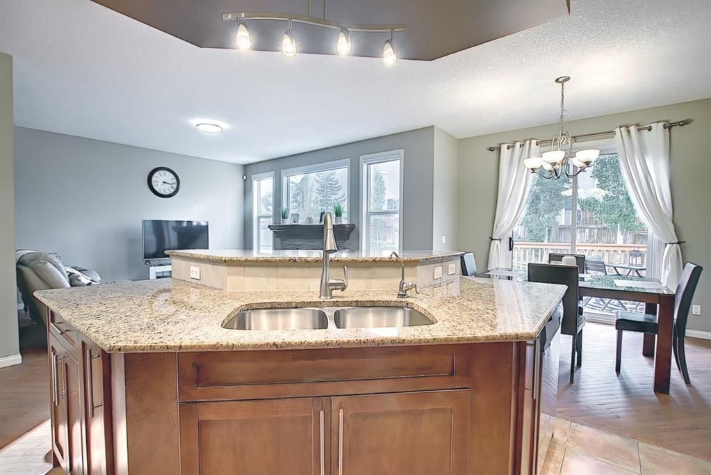 Photo 10: Photos: 14 ASPEN HILLS Manor SW in Calgary: Aspen Woods Detached for sale : MLS®# A1116032