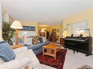 Photo 3: 204 1246 Fairfield Rd in VICTORIA: Vi Fairfield West Condo for sale (Victoria)  : MLS®# 740928