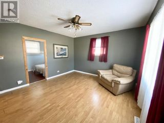 Photo 6: 16 RYDBERG STREET in Hughenden: House for sale : MLS®# A1059976