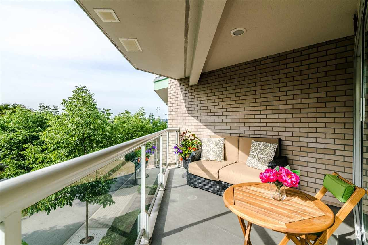 Photo 15: Photos: 3203 33 CHESTERFIELD Place in North Vancouver: Lower Lonsdale Condo for sale : MLS®# R2388716