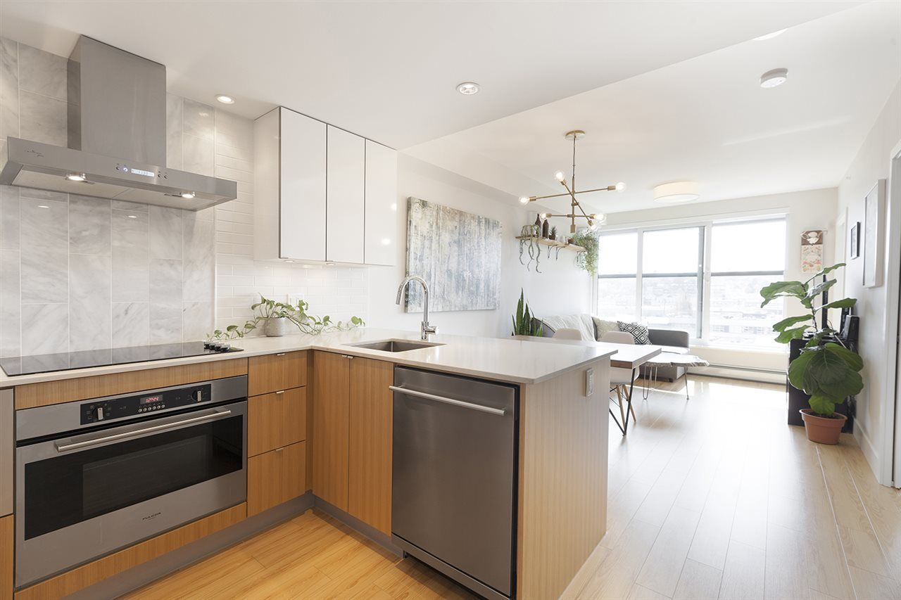 """Photo 3: Photos: 713 159 W 2ND Avenue in Vancouver: False Creek Condo for sale in """"TOWER GREEN"""" (Vancouver West)  : MLS®# R2326361"""