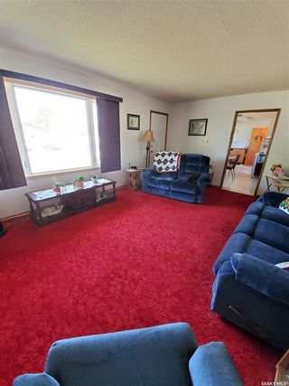 Photo 3: 903 Yardley Place in Estevan: Residential for sale : MLS®# SK858596