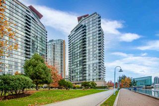 Photo 1: 1602 8 SMITHE Mews in Vancouver: Yaletown Condo for sale (Vancouver West)  : MLS®# R2518054