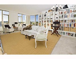 "Photo 3: 504 2580 TOLMIE Street in Vancouver: Point Grey Condo for sale in ""POINT GREY PLACE"" (Vancouver West)  : MLS®# V743763"