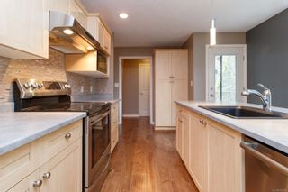 Photo 4: 13 95 Talcott Rd in : VR Hospital Row/Townhouse for sale (View Royal)  : MLS®# 872063