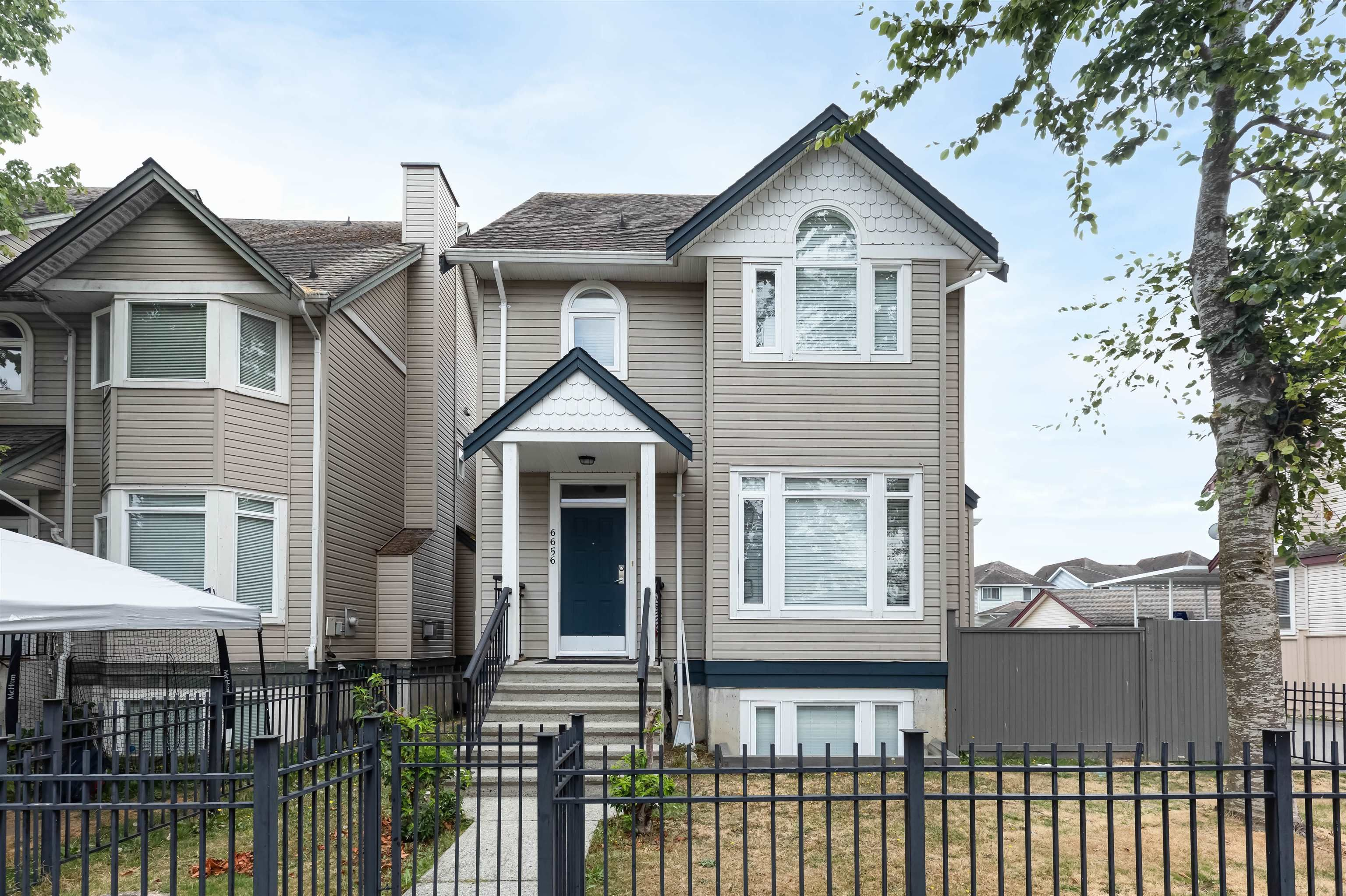 Main Photo: 6656 E HAMPTON Boulevard in Surrey: West Newton House for sale : MLS®# R2611217