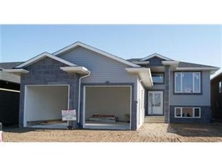 Photo 1: 631 Redwood Crescent: Warman Single Family Dwelling for sale (Saskatoon NW)  : MLS®# 381804