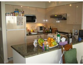 """Photo 5: # 806 7878 WESTMINSTER Hwy in Richmond: Brighouse Condo for sale in """"WELLINGTON AT THREE WEST CENTRE"""" : MLS®# V678653"""