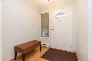 Photo 3: 710 Greenlea Dr in VICTORIA: SW Royal Oak House for sale (Saanich West)  : MLS®# 772675
