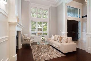 Photo 2: 9231 CHAPMOND Crescent in Richmond: Seafair House for sale : MLS®# R2411403