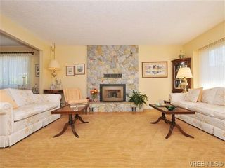 Photo 2: 4401 Robinwood Dr in VICTORIA: SE Gordon Head House for sale (Saanich East)  : MLS®# 676745