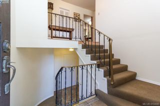 Photo 3: 618 Goldie Ave in VICTORIA: La Thetis Heights House for sale (Langford)  : MLS®# 813665