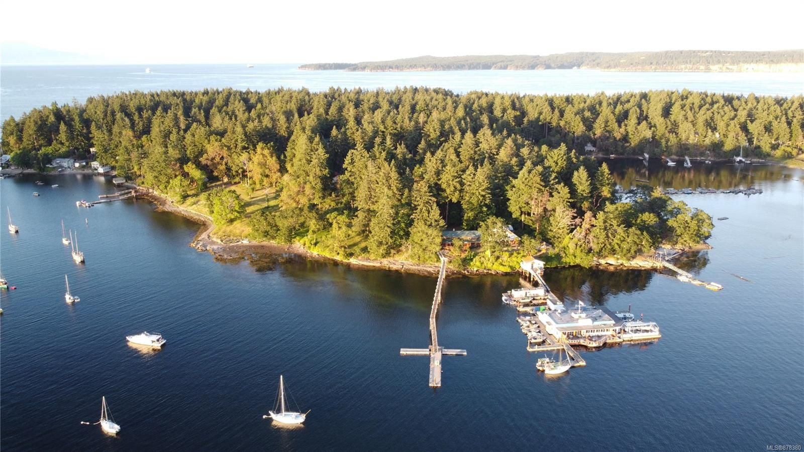 Main Photo: 10 Pirates Lane in : Isl Protection Island House for sale (Islands)  : MLS®# 878380