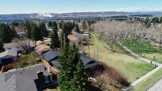 Photo 4: 8011 Silver Springs Road NW in Calgary: Silver Springs Detached for sale : MLS®# A1106791