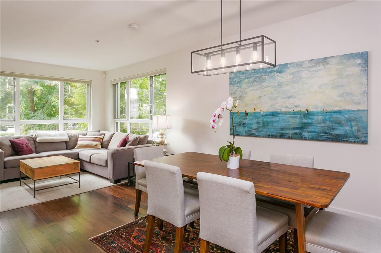 """Photo 9: Photos: 401 E 16TH Avenue in Vancouver: Mount Pleasant VE Condo for sale in """"Sixteen East"""" (Vancouver East)  : MLS®# R2494870"""