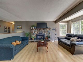 """Photo 9: 6345 ORACLE Road in Sechelt: Sechelt District House for sale in """"West Sechelt"""" (Sunshine Coast)  : MLS®# R2468248"""