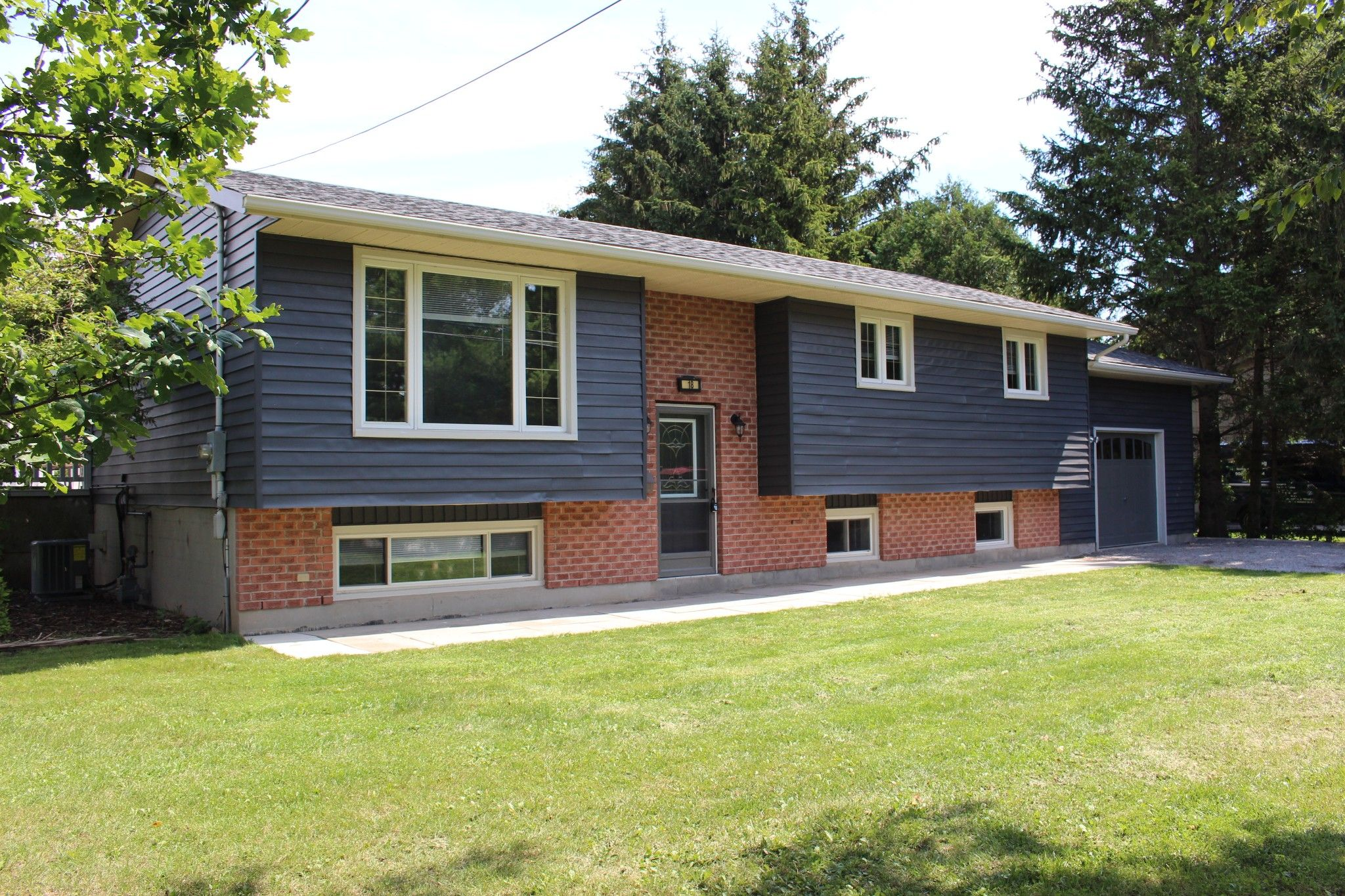 Main Photo: 18 Maplewood Boulevard in Cobourg: House for sale : MLS®# 40009417