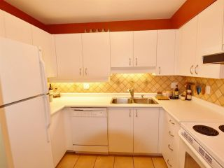 """Photo 8: 107 925 W 15TH Avenue in Vancouver: Fairview VW Condo for sale in """"THE EMPEROR"""" (Vancouver West)  : MLS®# R2094546"""