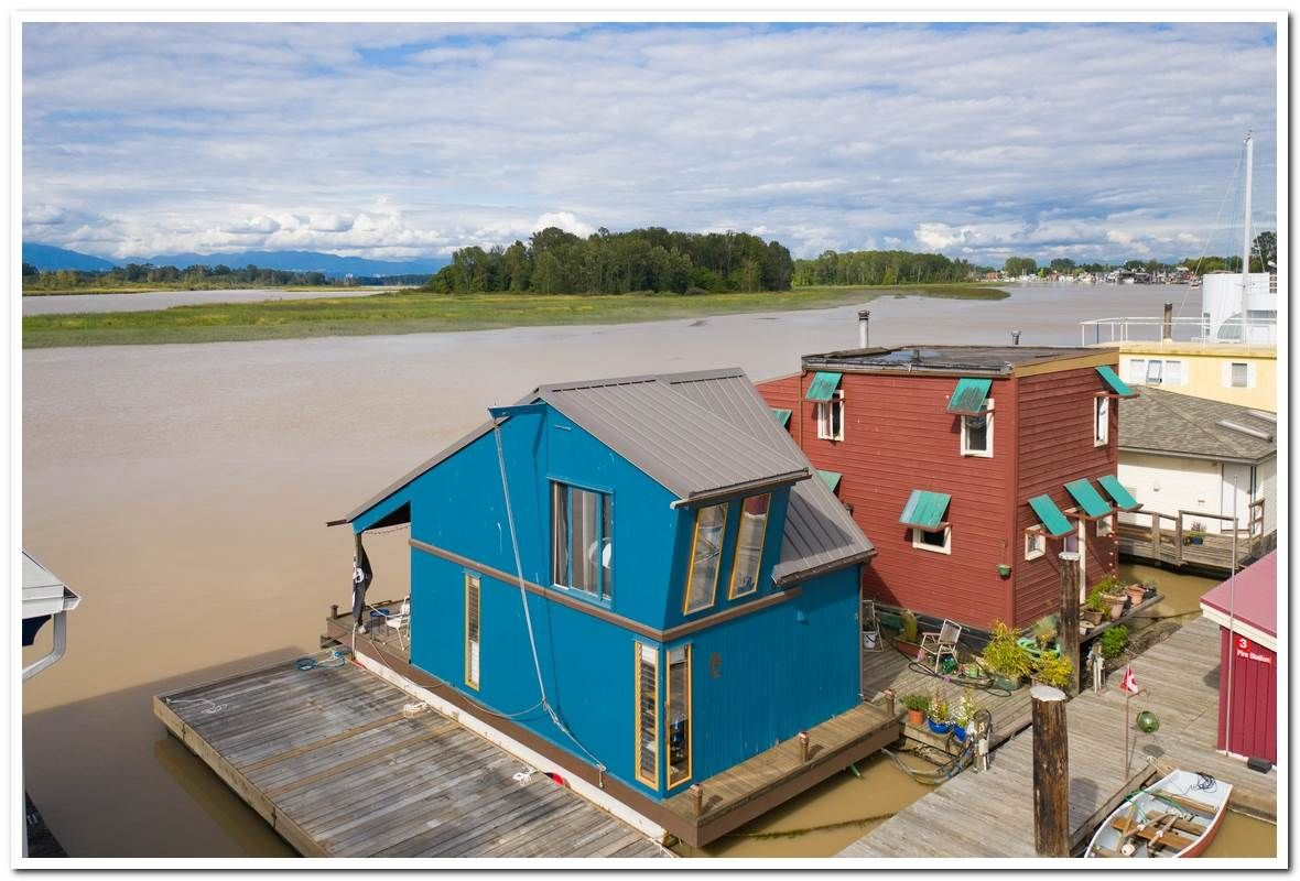 Main Photo: 13 3871 W RIVER ROAD in : Ladner Rural House for sale : MLS®# R2388254