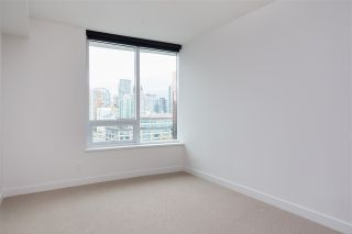 "Photo 8: 1720 68 SMITHE Street in Vancouver: Downtown VW Condo for sale in ""ONE PACIFIC"" (Vancouver West)  : MLS®# R2401692"