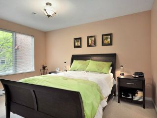 """Photo 5: 207 2288 W 12TH Avenue in Vancouver: Kitsilano Condo for sale in """"CONNAUGHT POINT"""" (Vancouver West)  : MLS®# V820109"""