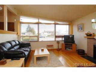 Photo 2: 4320 Savoy Pl in : SW Royal Oak House for sale (Saanich West)  : MLS®# 495355