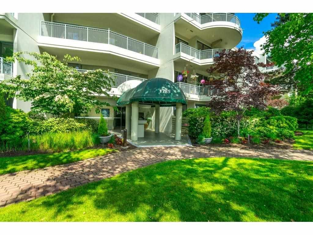 """Main Photo: 209 1785 MARTIN Drive in Surrey: Sunnyside Park Surrey Condo for sale in """"Southwynd"""" (South Surrey White Rock)  : MLS®# R2591811"""