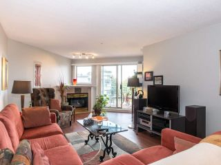 """Photo 4: 406 74 RICHMOND Street in New Westminster: Fraserview NW Condo for sale in """"Governors Court"""" : MLS®# R2407457"""