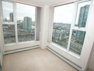 "Photo 4: 2007 1009 EXPO Boulevard in Vancouver: Downtown VW Condo for sale in ""LANDMARK 33S"" (Vancouver West)  : MLS®# V705605"