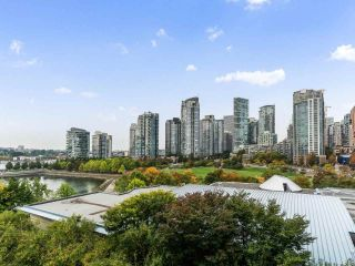 """Photo 8: 801 1383 MARINASIDE Crescent in Vancouver: Yaletown Condo for sale in """"COLUMBUS"""" (Vancouver West)  : MLS®# R2504775"""