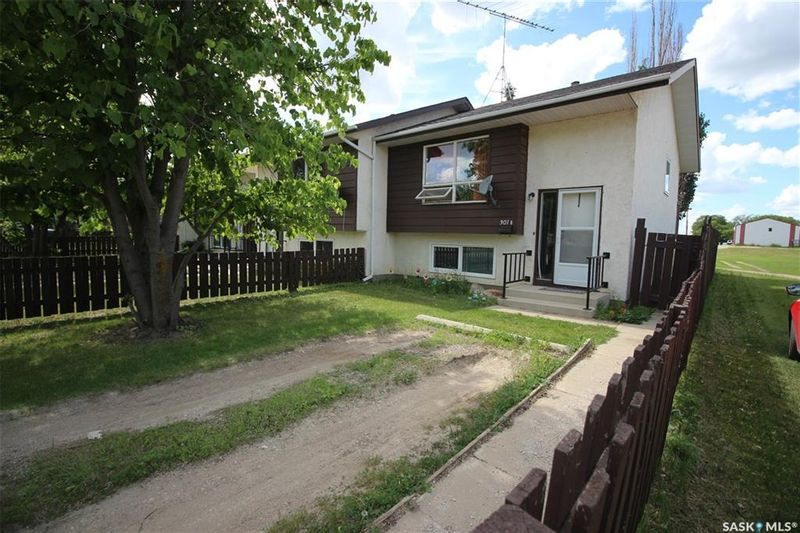 FEATURED LISTING: 301A-301B 6th Street South Kenaston