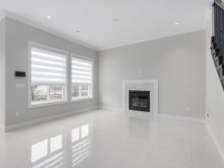 """Photo 4: 18415 59A Avenue in Surrey: Cloverdale BC House for sale in """"CLOVERDALE"""" (Cloverdale)  : MLS®# R2251135"""