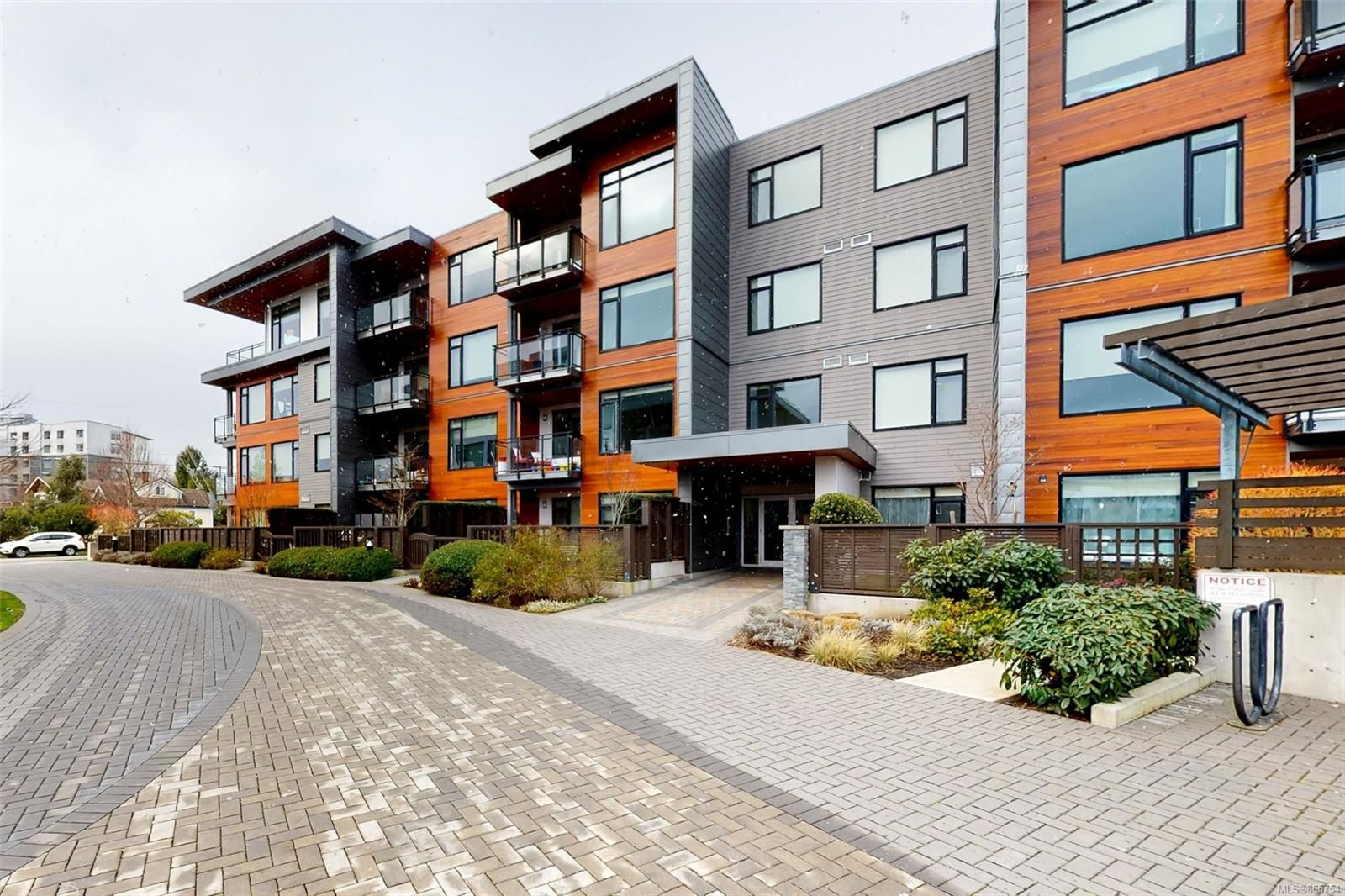 Main Photo: 201 3815 Rowland Ave in : SW Glanford Condo for sale (Saanich West)  : MLS®# 865754