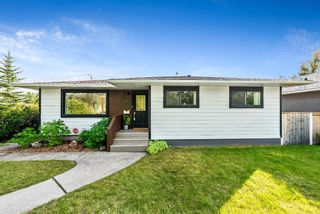 Photo 2: 143 Capri Avenue NW in Calgary: Charleswood Detached for sale : MLS®# A1143044