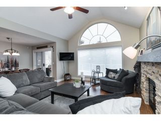 """Photo 3: 87 4001 OLD CLAYBURN Road in Abbotsford: Abbotsford East Townhouse for sale in """"Cedar Springs"""" : MLS®# R2419759"""