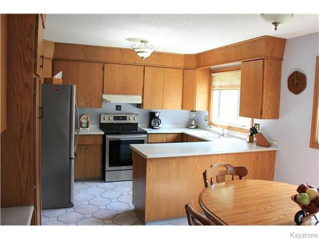 Photo 2: Photos: 825 Kilkenny Drive in Winnipeg: Fort Richmond Residential for sale (1K)  : MLS®# 1623586