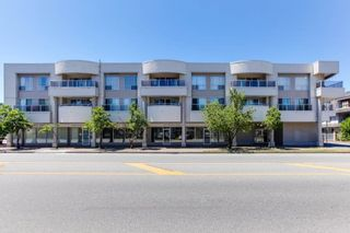 """Photo 1: 313 13771 72A Avenue in Surrey: East Newton Condo for sale in """"NEWTOWN PLAZA"""" : MLS®# R2287531"""