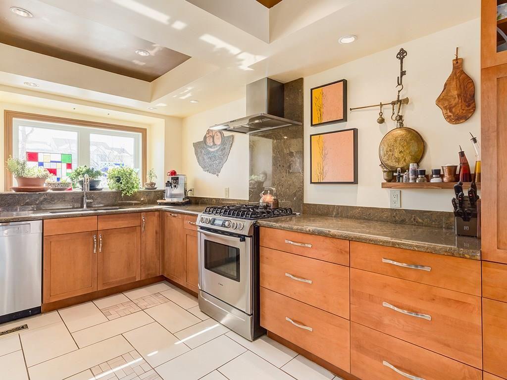 Main Photo: 300 SANDRINGHAM Road NW in Calgary: Sandstone Valley House for sale : MLS®# C4172438