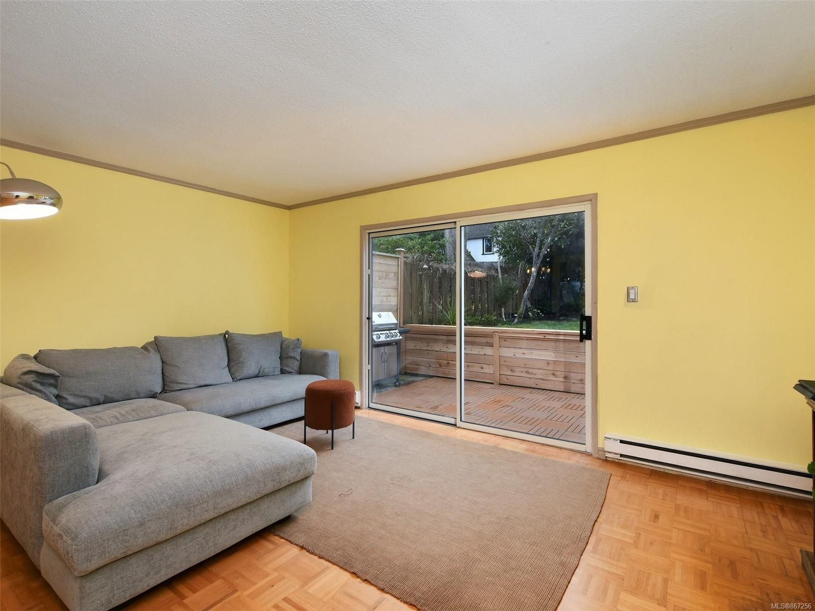Photo 3: Photos: 5 869 Swan St in : SE Swan Lake Row/Townhouse for sale (Saanich East)  : MLS®# 867256