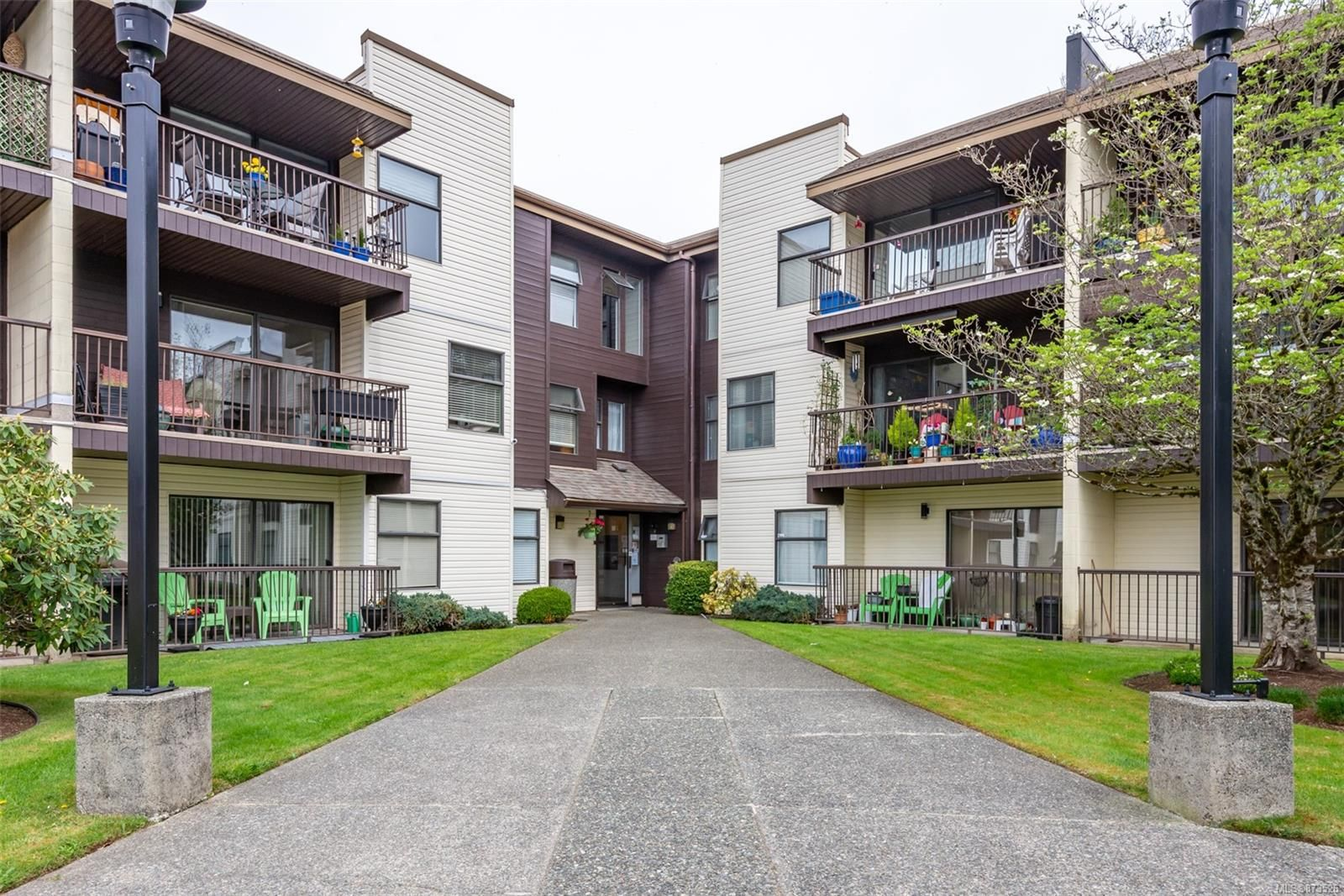 Main Photo: 304 585 S Dogwood St in : CR Campbell River Central Condo for sale (Campbell River)  : MLS®# 873526