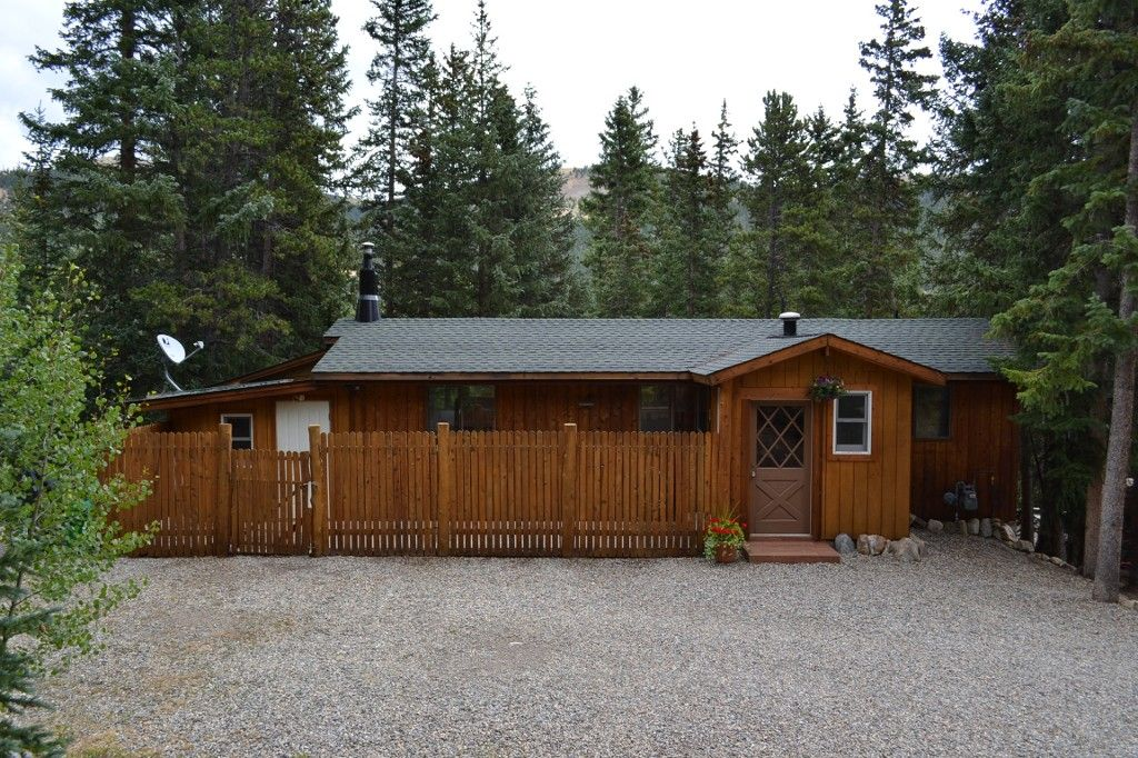 Main Photo: 809 Peterson Drive in Alma: House for sale : MLS®# 9022959