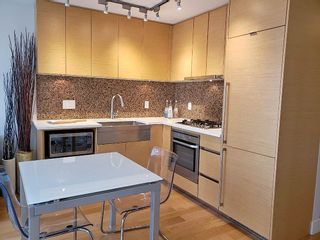 Photo 3: 1602 565 SMITHE STREET in Vancouver: Downtown VW Condo for sale (Vancouver West)  : MLS®# R2564473