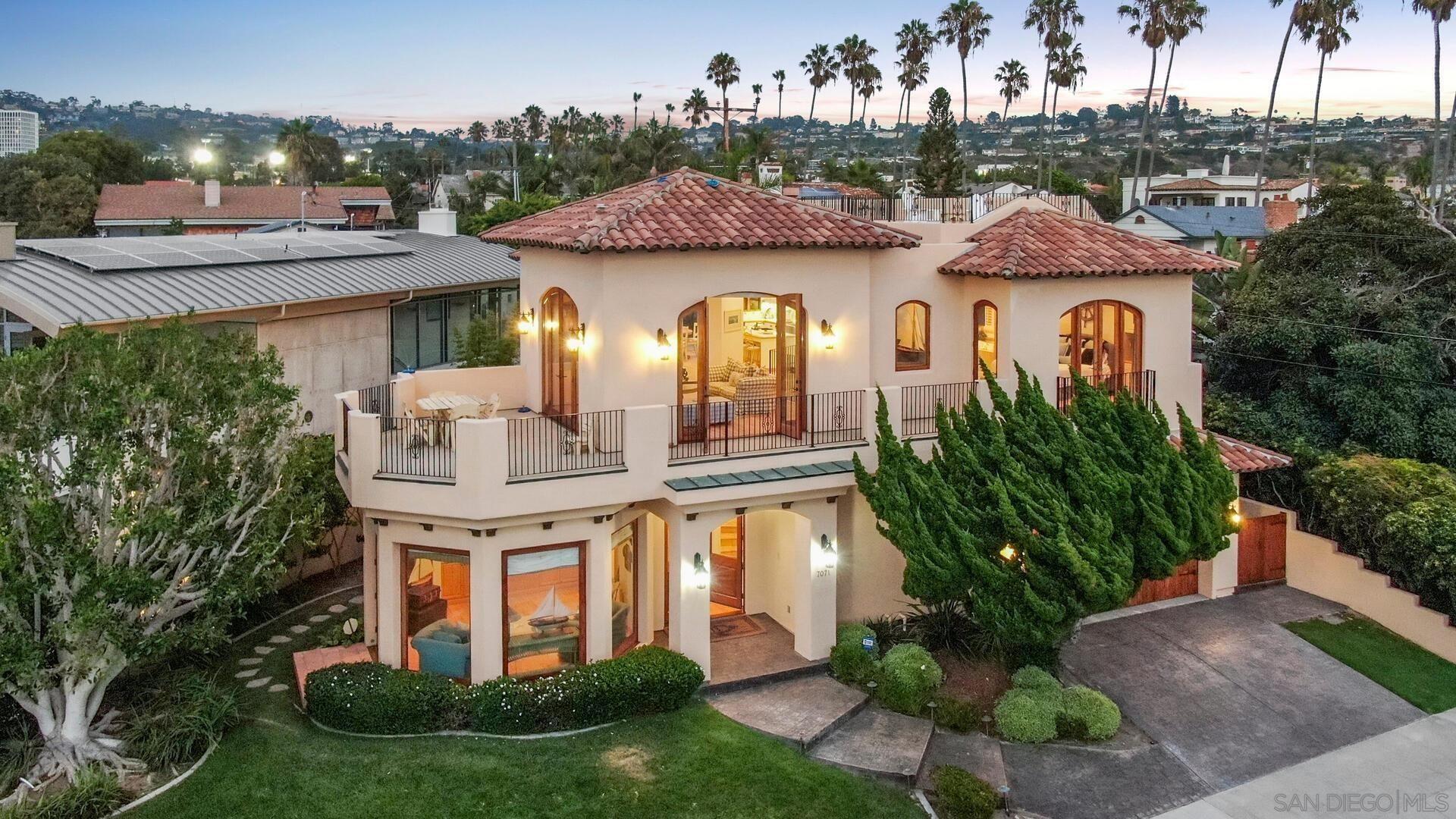Main Photo: LA JOLLA House for sale : 4 bedrooms : 7071 Vista Del Mar Ave