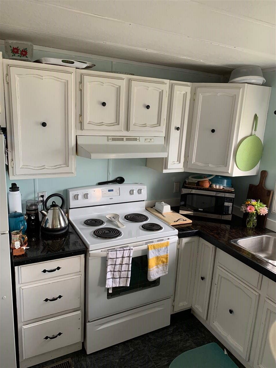 """Photo 2: Photos: 78 8420 ALASKA Road in Fort St. John: Fort St. John - City SE Manufactured Home for sale in """"PEACE COUNTRY"""" (Fort St. John (Zone 60))  : MLS®# R2495486"""