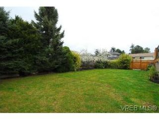 Photo 18: 4042 Hessington Place in VICTORIA: SE Arbutus House for sale (Saanich East)  : MLS®# 532222